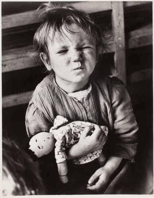 bambina con bambola, david seymour