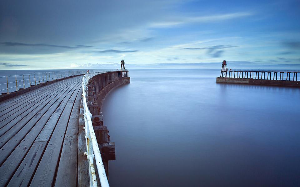 Scatta foto paesaggistiche con esposizioni molto lunghe, per sfocare qualsiasi elemento si muova