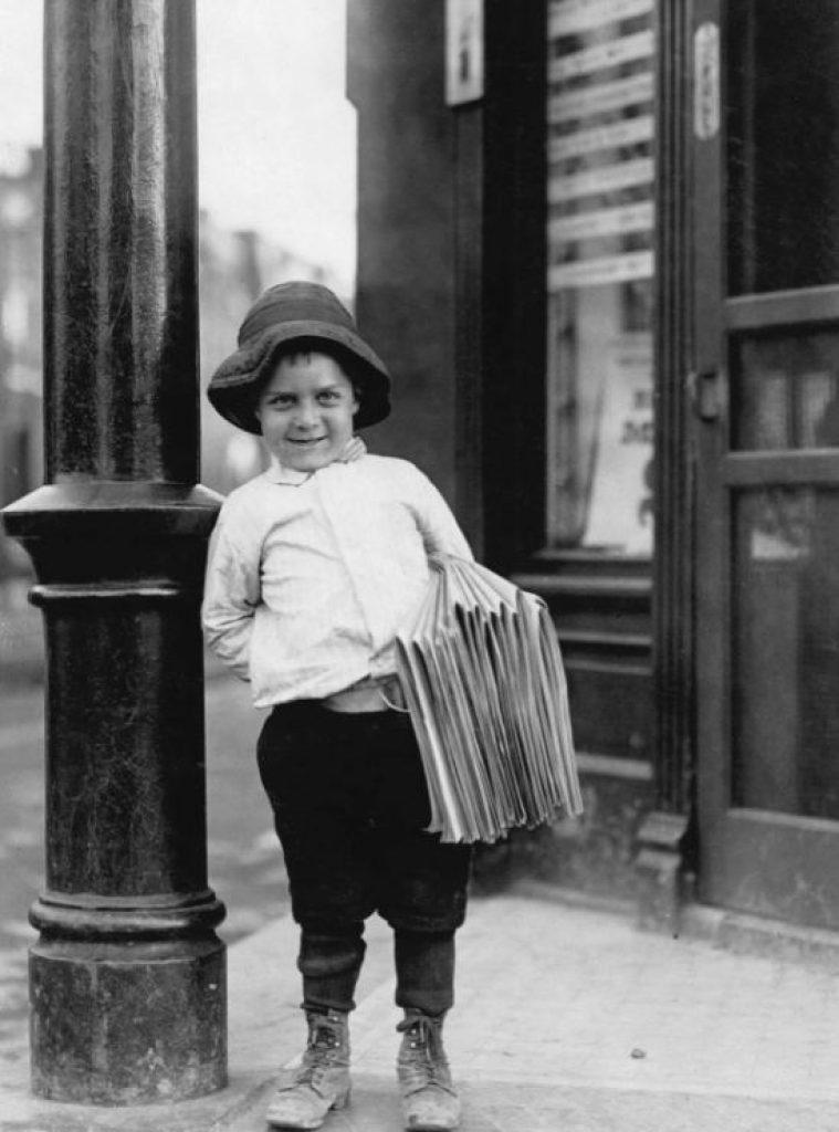 lewis hine - strillone: il bambino che vende i giornali