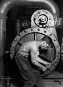 operaio centrale elettrica - Lewis Hine