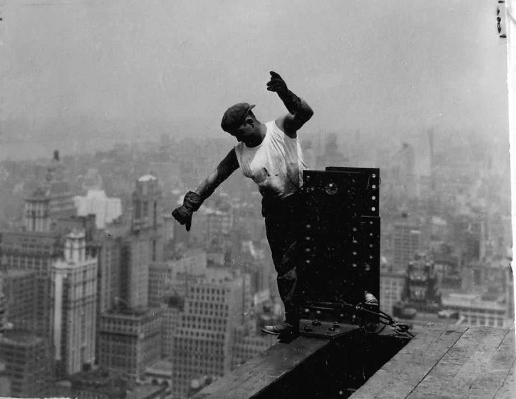 Lewis Hine: foto di un operaio durante la costruzione dell'Empire State Building