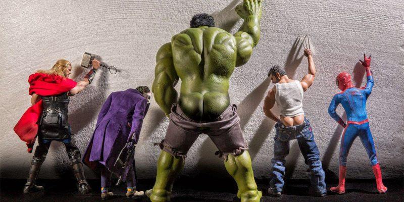 I supereroi dissacrati dalle foto di Edy Hardjo