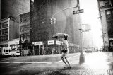 "Street Photography: ""Rain on the 5th Avenue"" di Luke Bhothipiti"